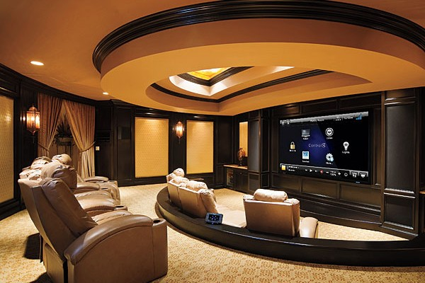 Выделенный кинозал с управлением Control4